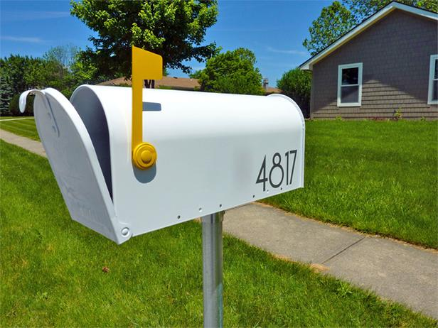 Original_Erin-Loechner-painted-updated-mailbox_s4x3_lg